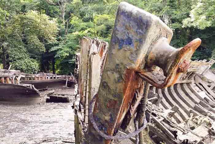 Cimetière de bateaux dans l'anse de Lanriot